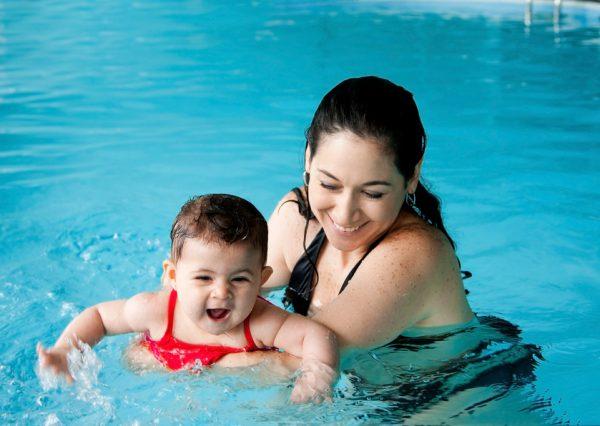 Zwemmen met uw baby of peuter